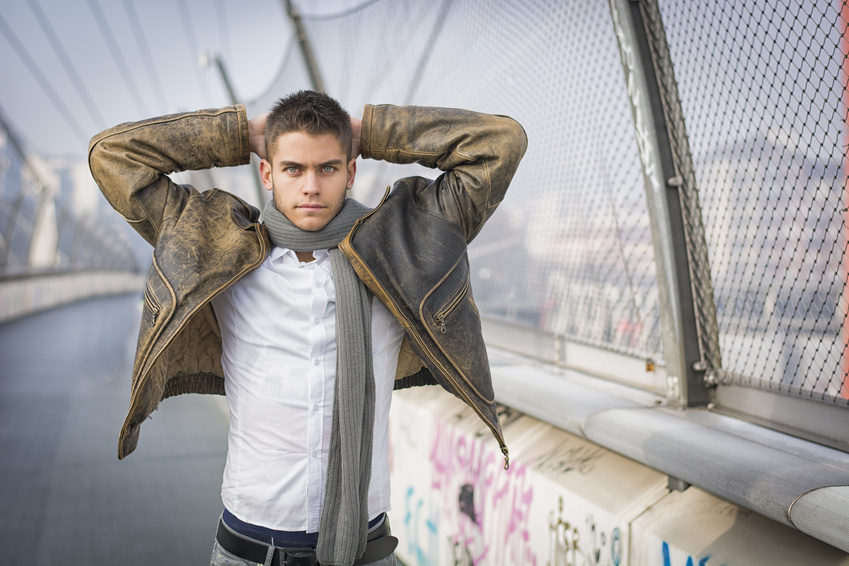 homme-sexy-echarpe