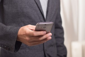 couple-smartphone